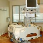Patient_room_with_hospital_bed-jdbr-420x420